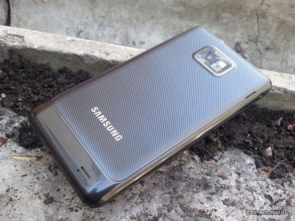 Флагман Samsung 2011 года обновили до Android 11