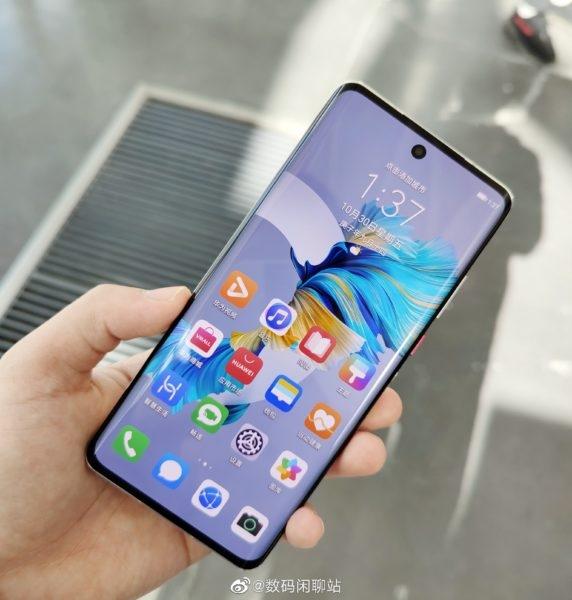 Huawei Nova 8: характеристики дисплея и первое живое фото