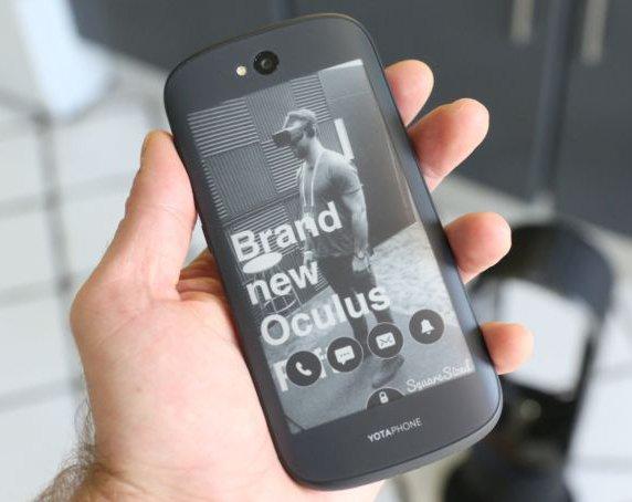 Смартфонов с маленьким экраном на задней крышке станет больше