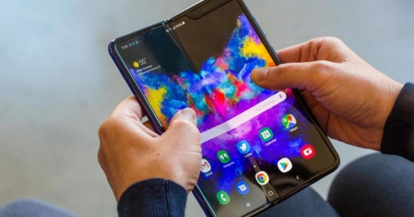 Стали известны компании, закупающие складные OLED-дисплеи от Samsung