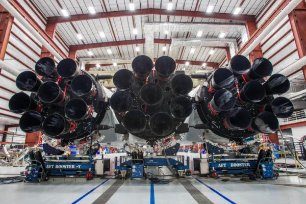 SpaceX: Космическая компания Илона Маска. Разбор