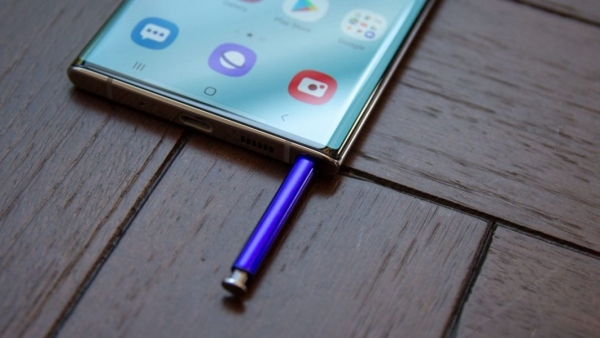 У Samsung просят через петицию пропустить Galaxy S22