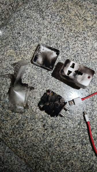OnePlus Nord 2: Блок зарядки взорвался прямо в розетке