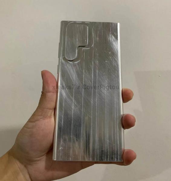 Макет со странным дизайном Samsung Galaxy S22 Ultra